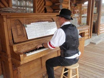ragtime piano player